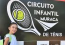 Tenista taquaritinguense se destaca entre semifinalistas do Circuito Muraca de Tênis Infantil em Ribeirão Preto (SP)