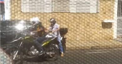 Bandidos rendem condutor e roubam moto no centro de Taquaritinga (SP)