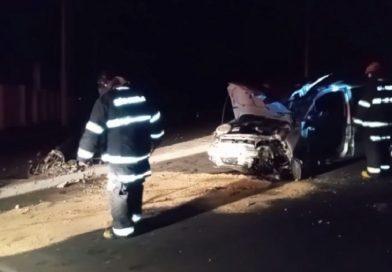 Em Taquaritinga (SP): Motorista derruba poste em colisão no Jardim São Sebastião