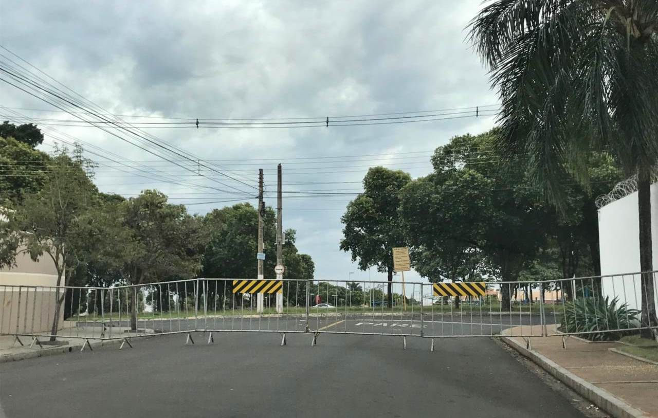Em Taquaritinga (SP): Prefeitura fecha entradas da Praça Guilherme Franco para coibir aglomerações