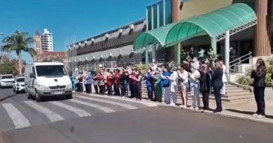 Em Taquaritinga (SP): Cortejo marca as últimas homenagens ao pediatra Élcio Piacente