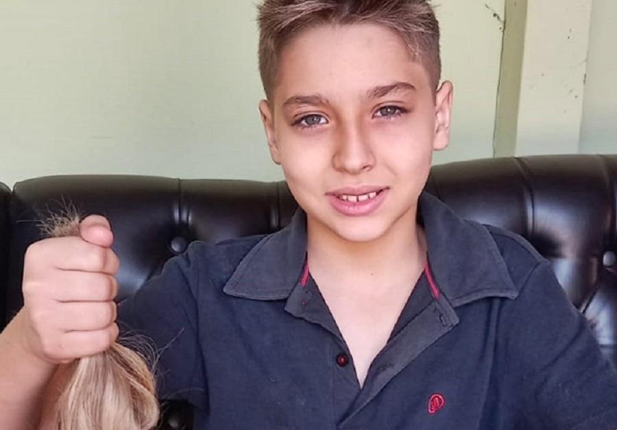 Em Taquaritinga (SP): Menino deixa cabelo crescer para doá-lo ao Hospital de Amor